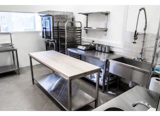 5 prietaisai, būtini mokyklos ar darželio virtuvei greta konvekcinės krosnies