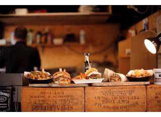 Įranga greito maisto restoranams: 9 svarbiausi prietaisai ir jų atrankos kriterijai