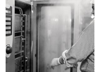 PROFESIONALŪS ŠALDYTUVAI // Restoranų virtuvėms skirtos šaldymo įrangos el. katalogas